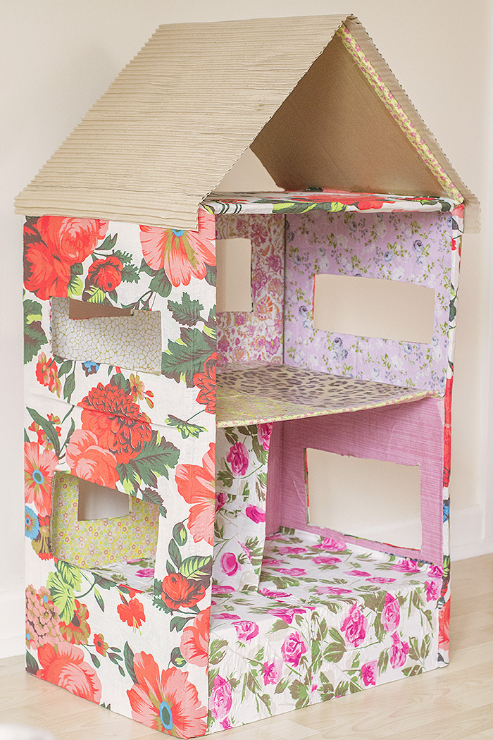 ve mentioned before that I love making things with cardboard boxes ...