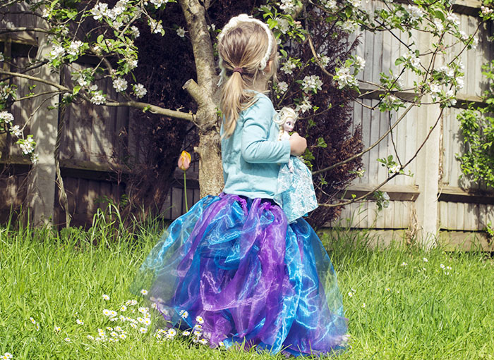 Frozen's Queen Elsa No-Sew Costume