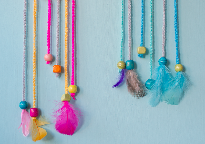 dangling-feathers-dream-catchers