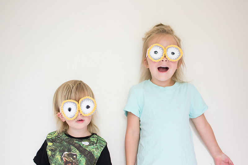 crochet your own minion goggles