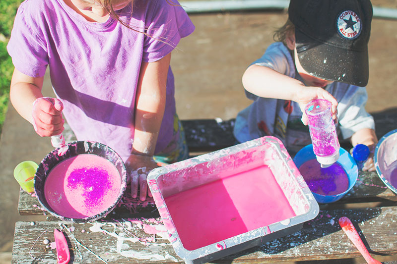 making-glitter-slime