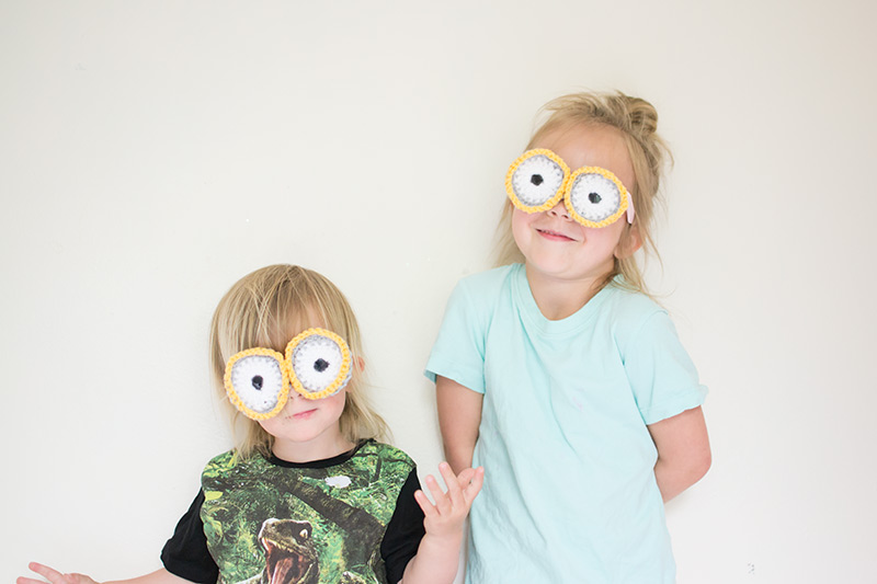 crochet minion glasses