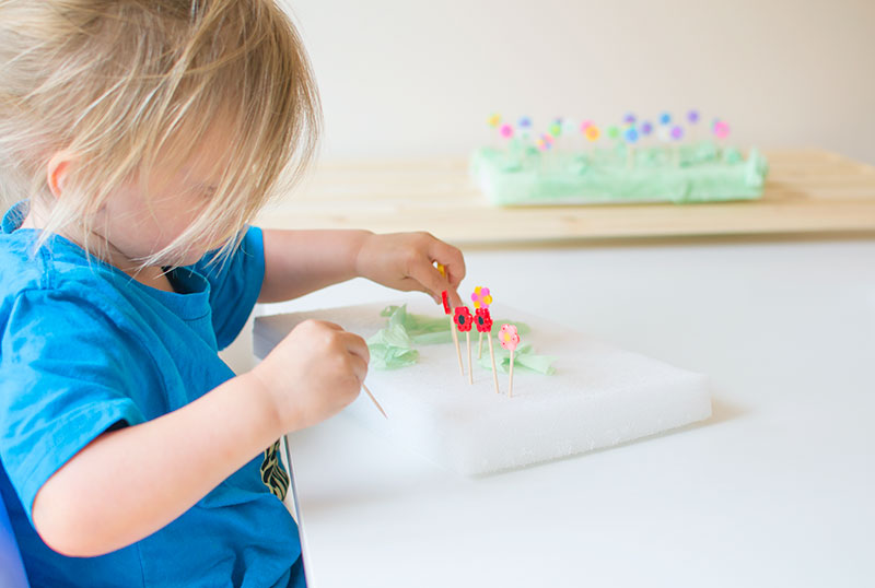 kids-making-flower-gardens