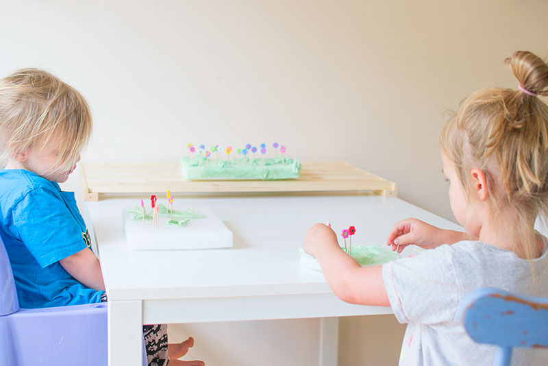 kids-making-flowers