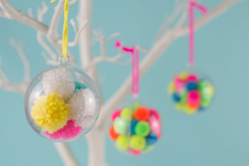 handmade-pom-pom-baubles