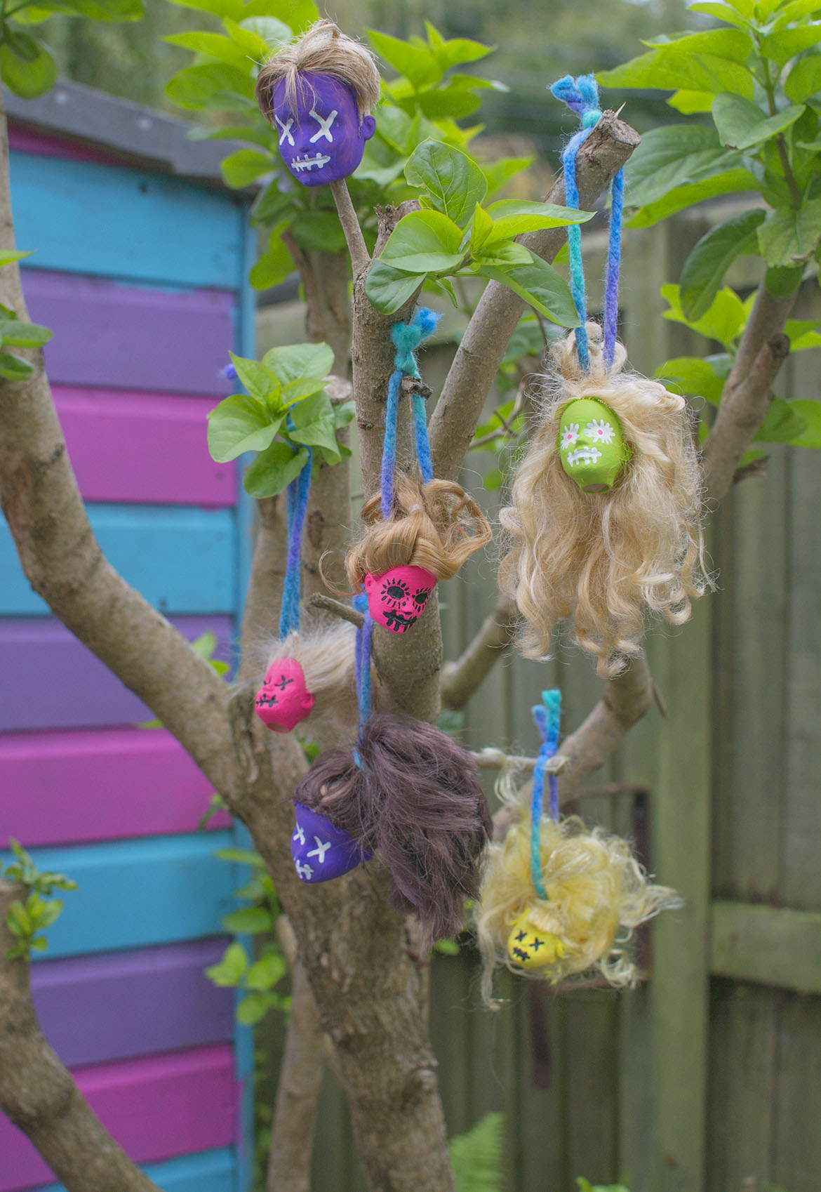 hanging-doll-heads-on-tree