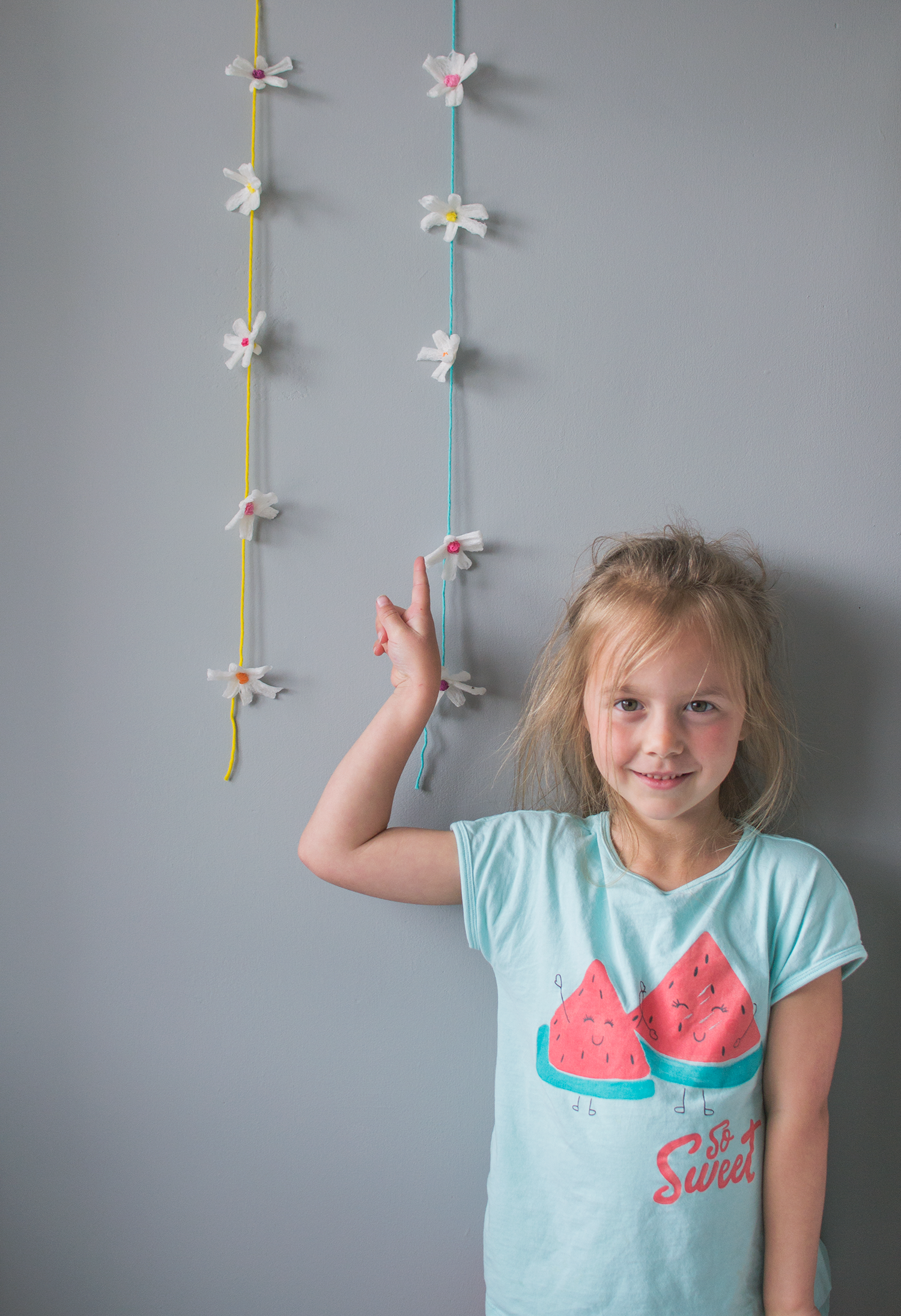 recycled craft ideas - flower garland made from packing peanuts